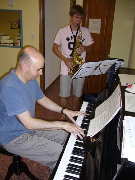 Ensayo con el pianista acompañante Luis