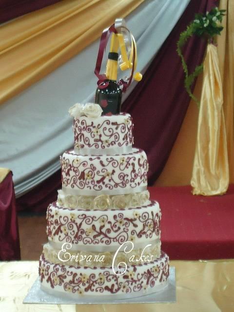 Wine and Gold wedding cake (W001)