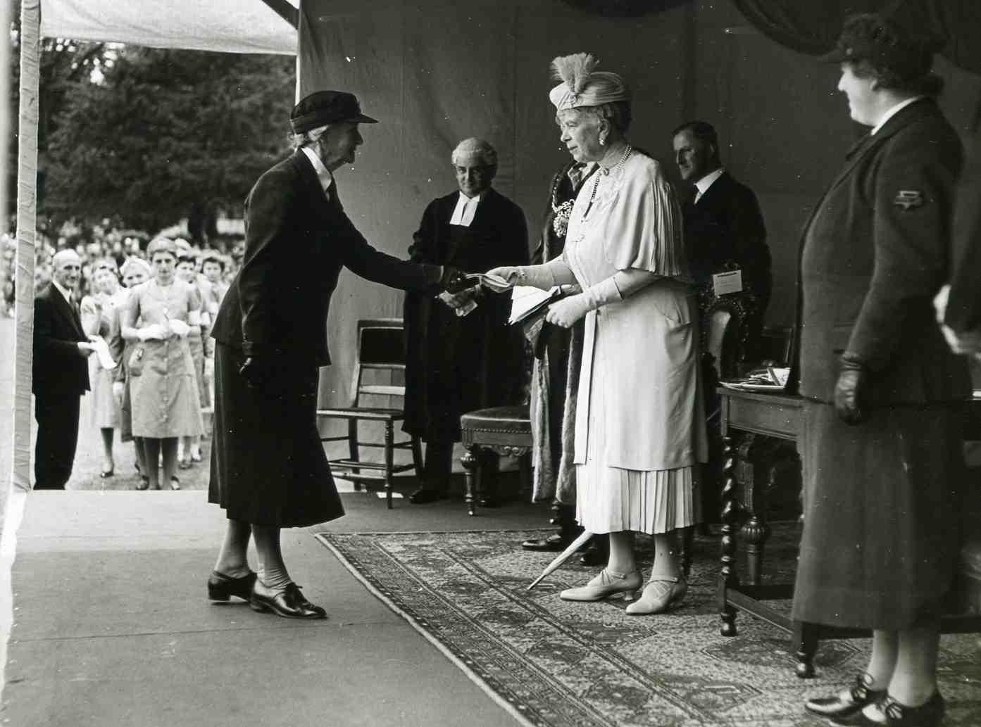 Queen Mary awarding WA staff