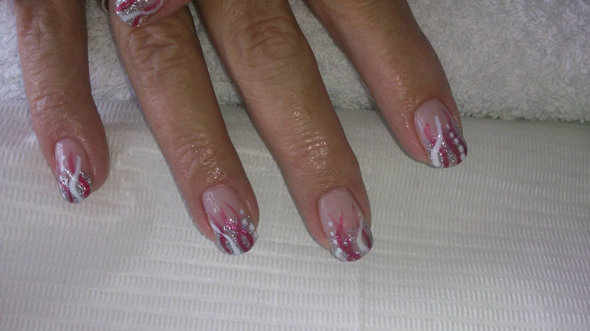 Zilveren glitterfading met nail art...