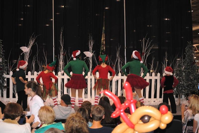 MAP students dance at Christmas Gift and Hobby Show