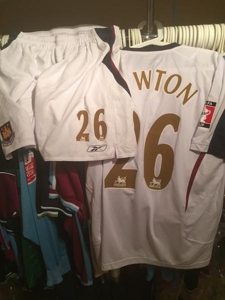 Shaun Newton´s 2006 FA cup final shirt and shorts