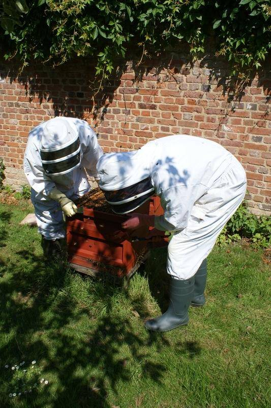 2 students from our Beekeeping for Beginners Course