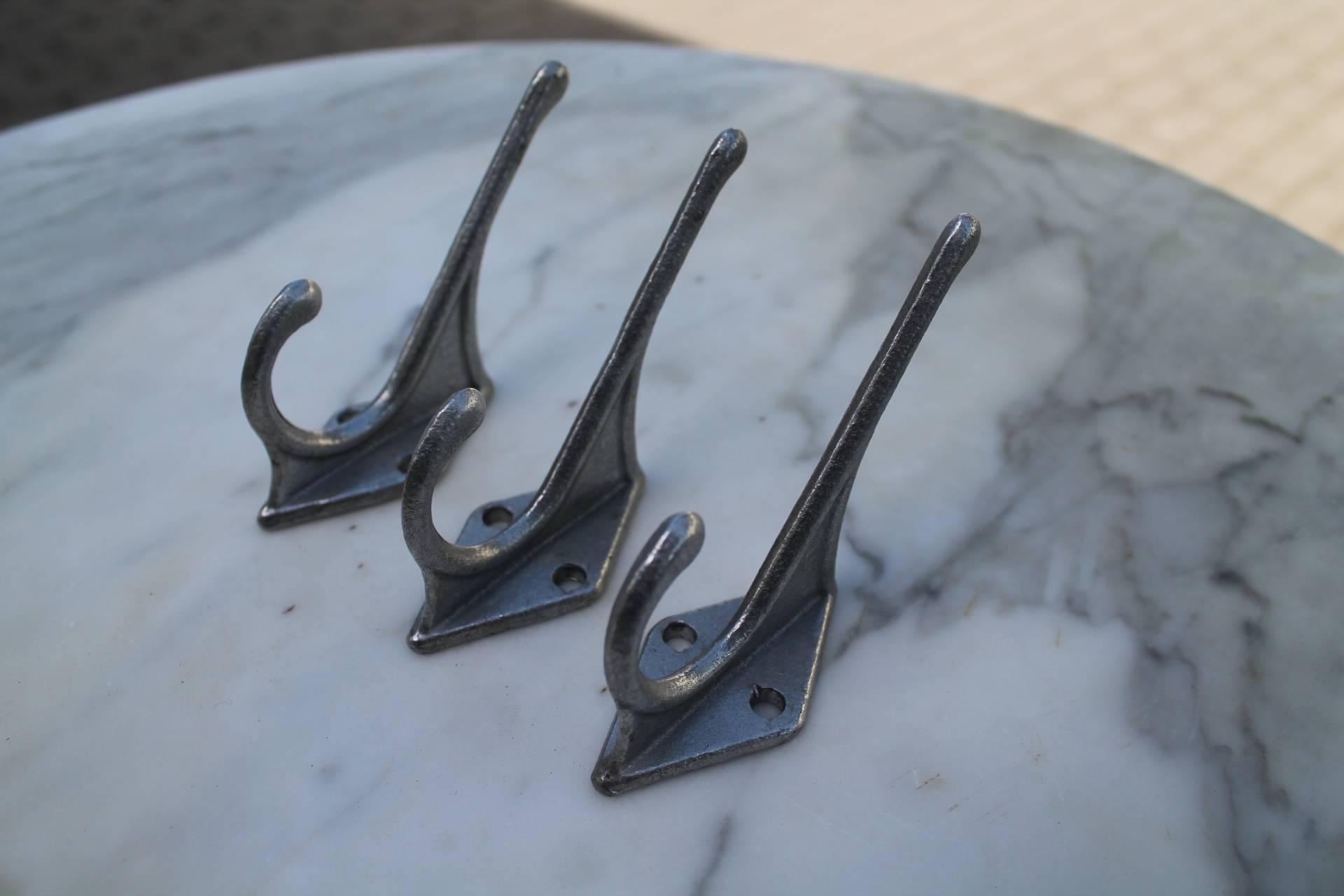 Tarybines metalines pakabos, 3 vnt. Kaina po 3,5
