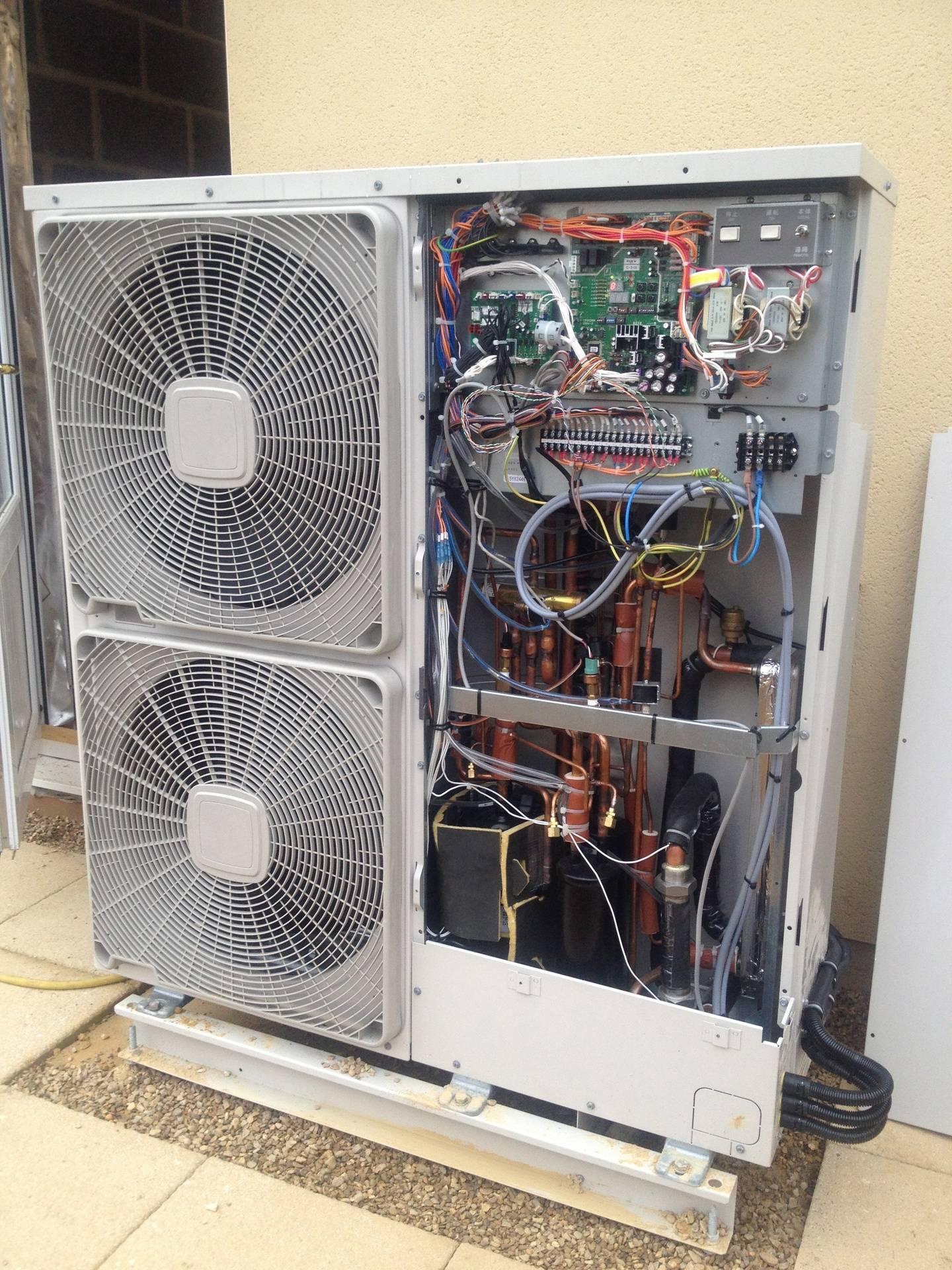 Hitachi Yutaki Air source heat pump