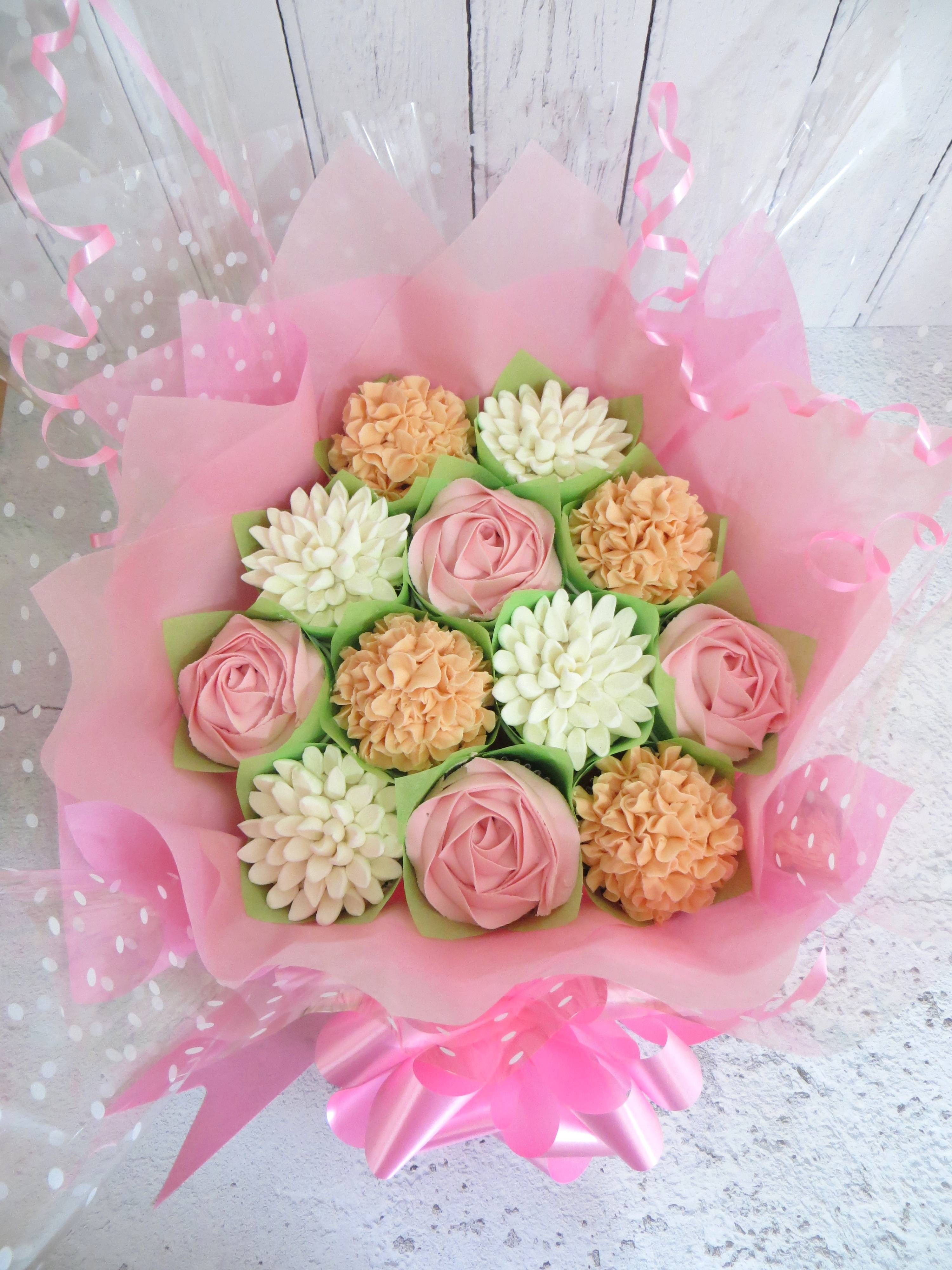 White, pink and peach cupcake bouquet