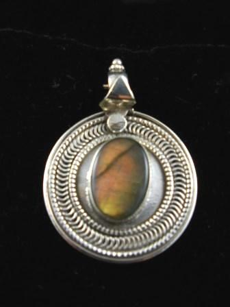 09-00101 Labradorite in Sterling Silver Pendant