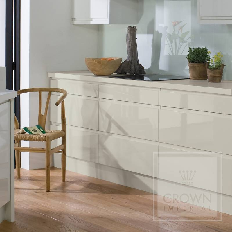 CROWN PINETO GLOSS OYSTER (PALE CREAM) HANDLE LESS KITCHEN
