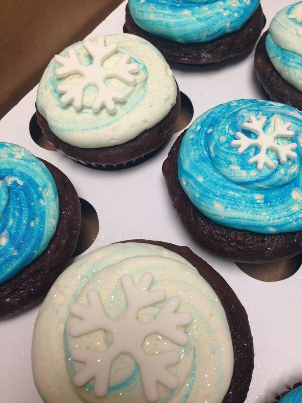Frozen Cupcakes with Snowflakes
