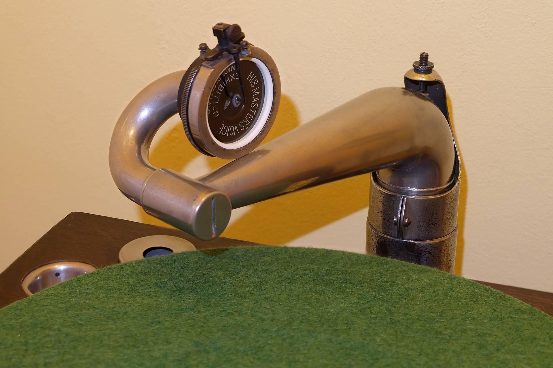 HMV58_005 Tone-arm detail