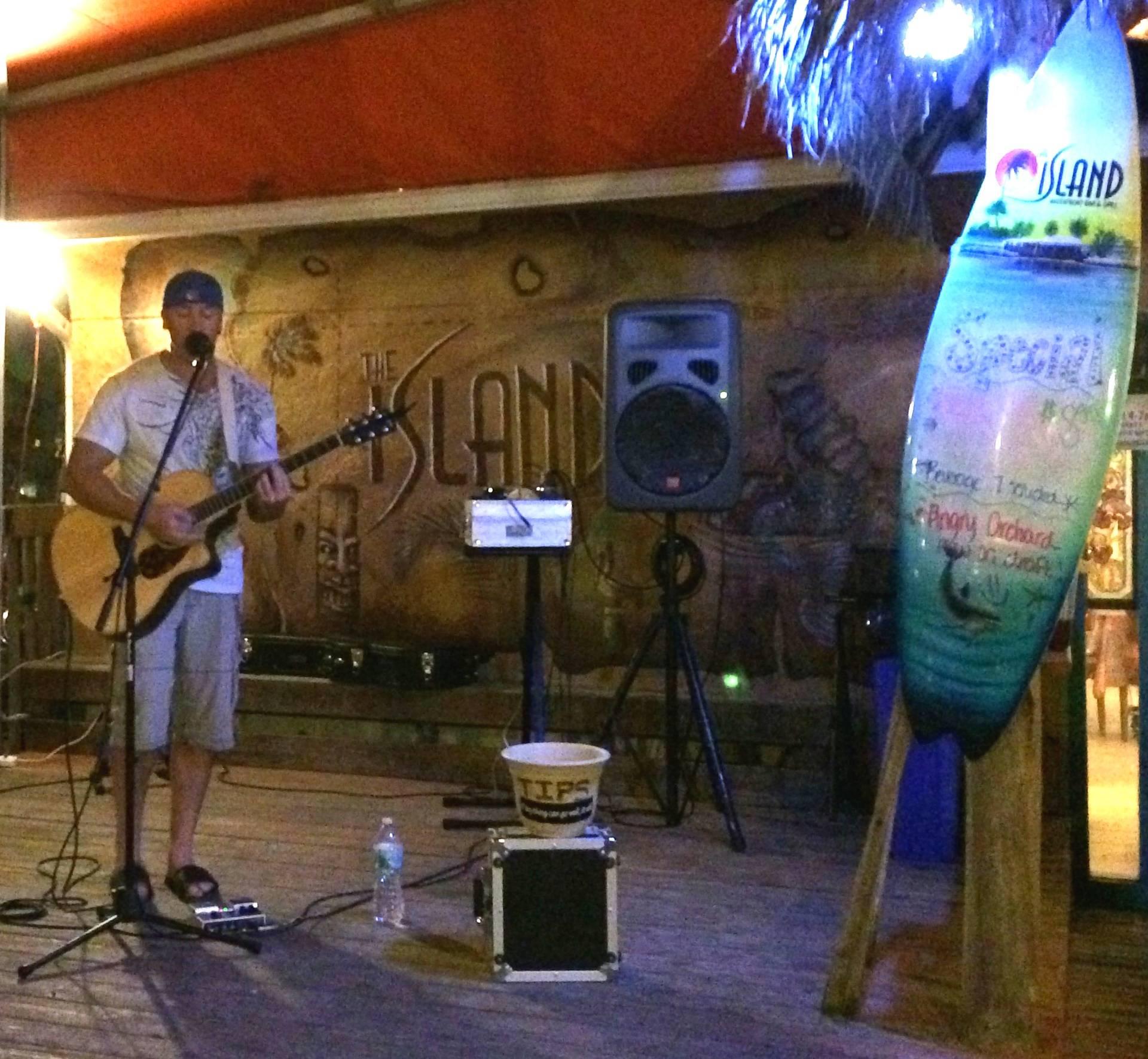 Island Waterfront Bar
