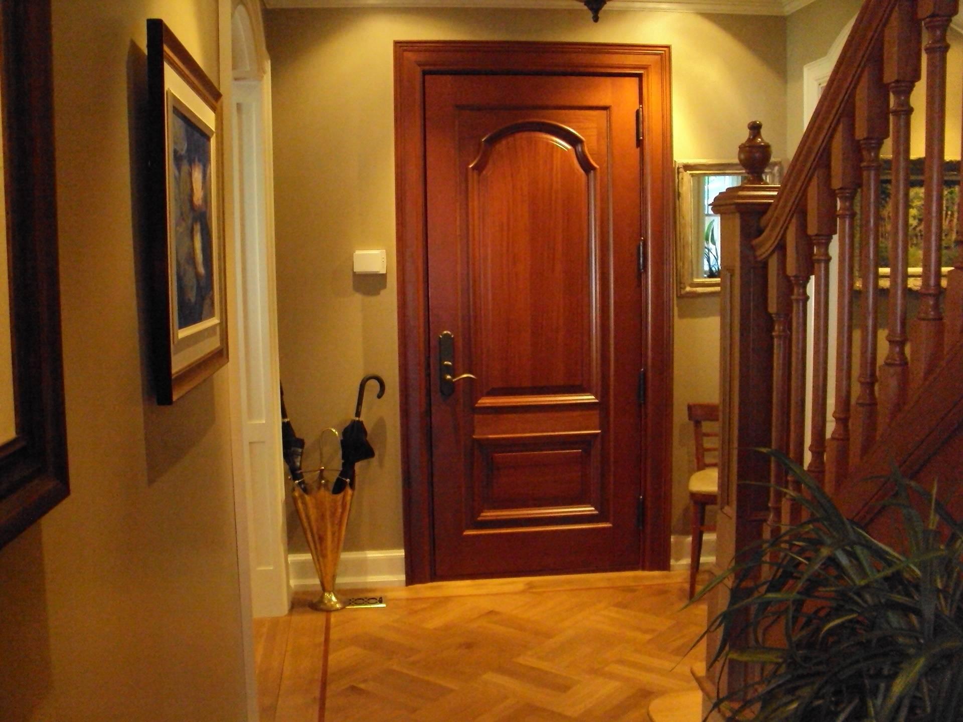 Porte extérieure en bois, acajou