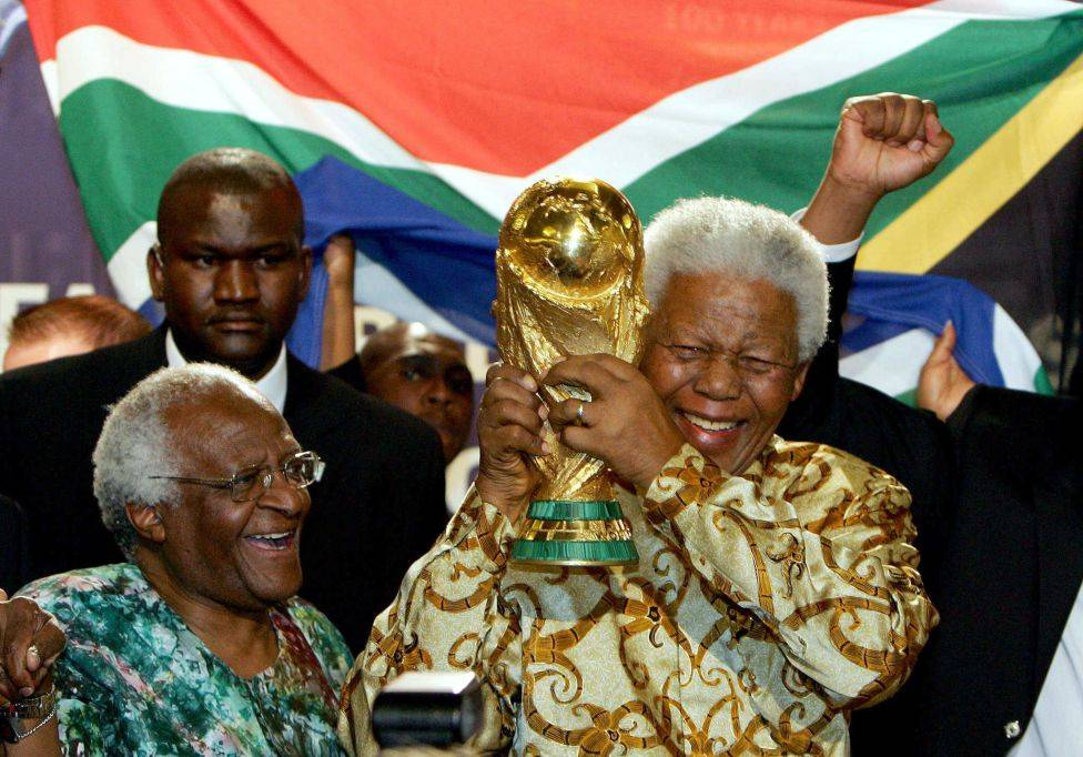 Mandela and Desmond Tutu with the World Cup