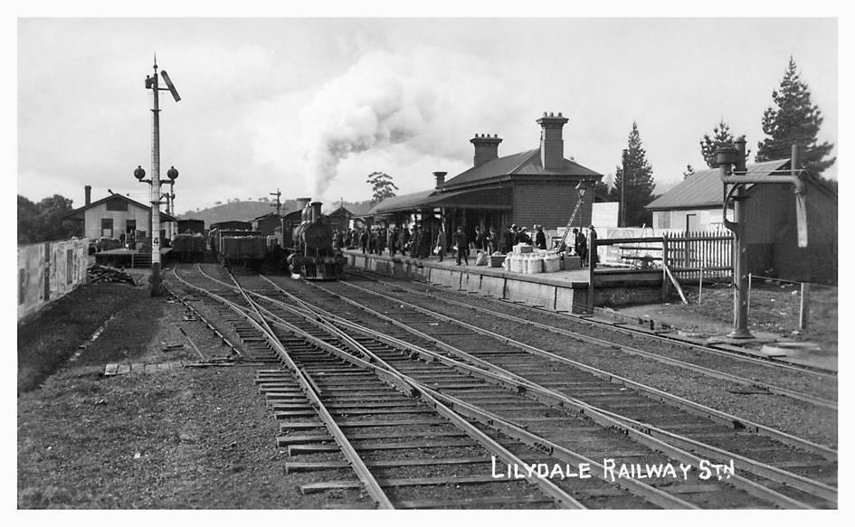 V 503 at Lilydale station