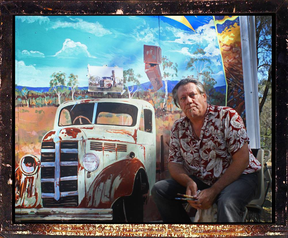 Garry with Mural at Miners Common Museum.Rubyvale C.Q