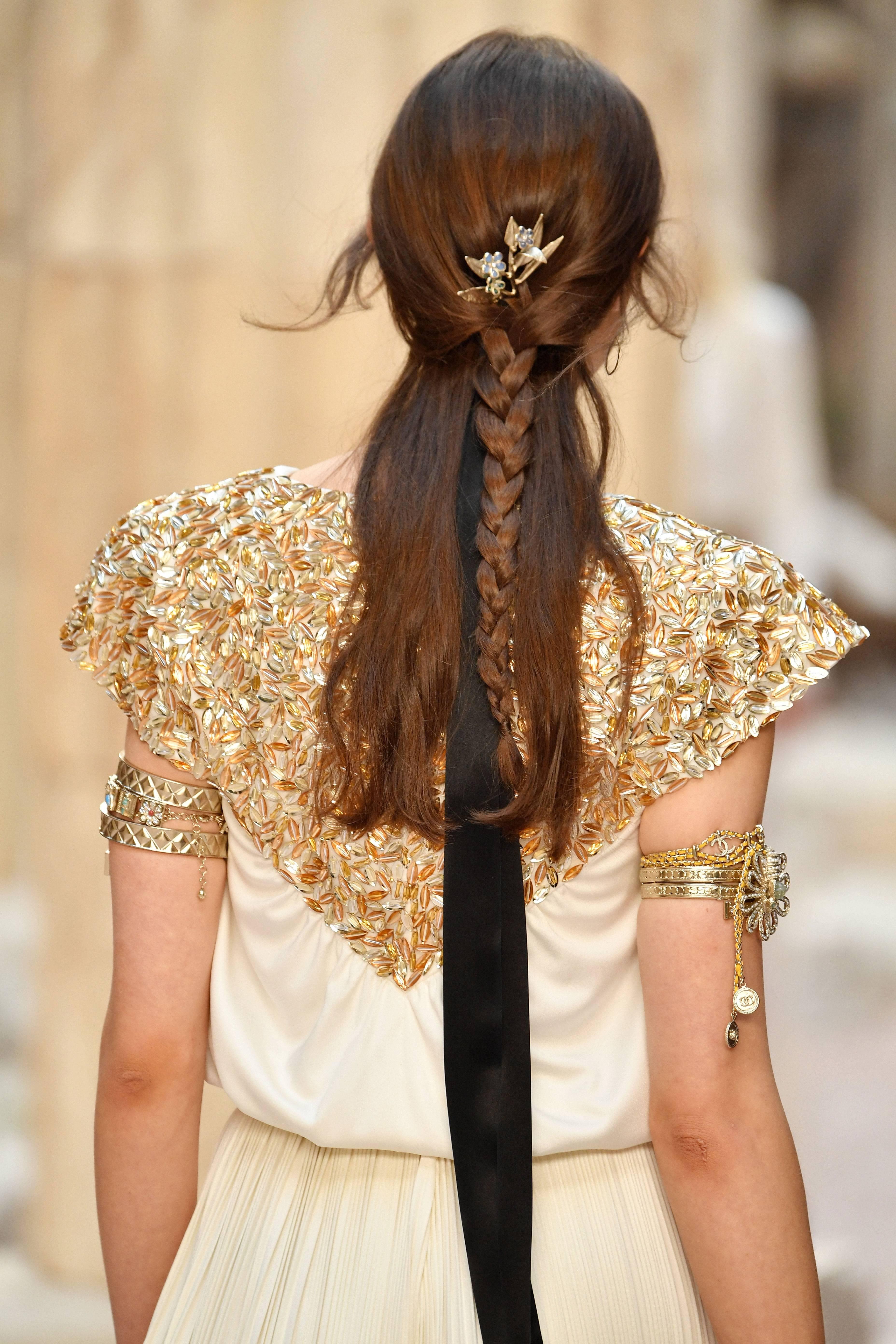 Ancient fresco's Greek hair style