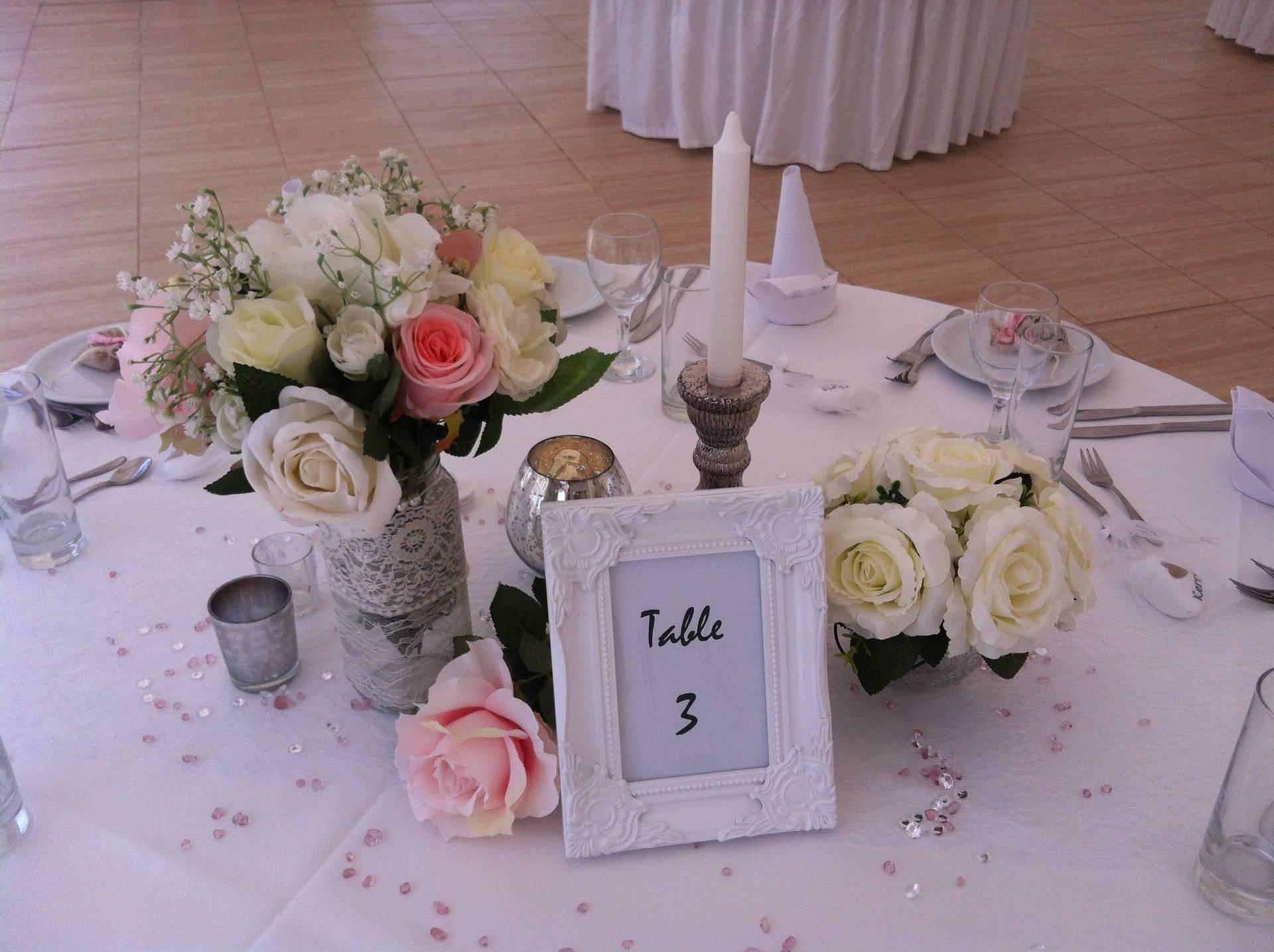 Rose vase arrangement.