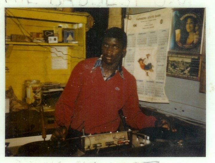 A YOUNG DJ BIG MO LITTLE