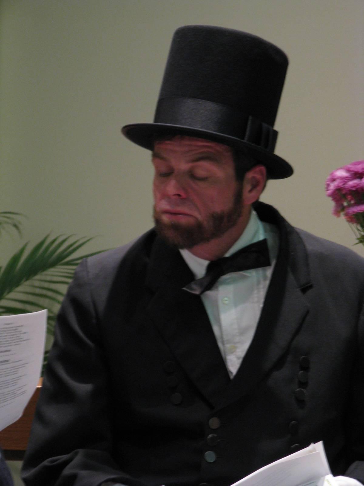 President Lincoln recites the Gettysburg Address