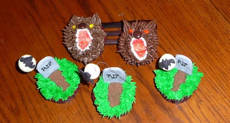 Warewolves and Full Moon Graveyard Cupcakes