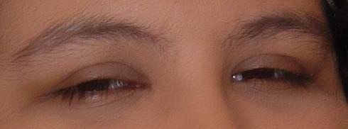 Que bonitos ojos abajo esas dos cejas