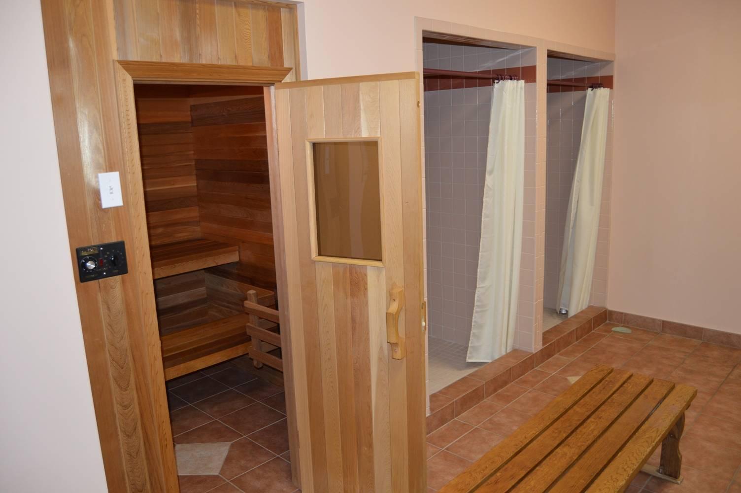 Sauna & shower area