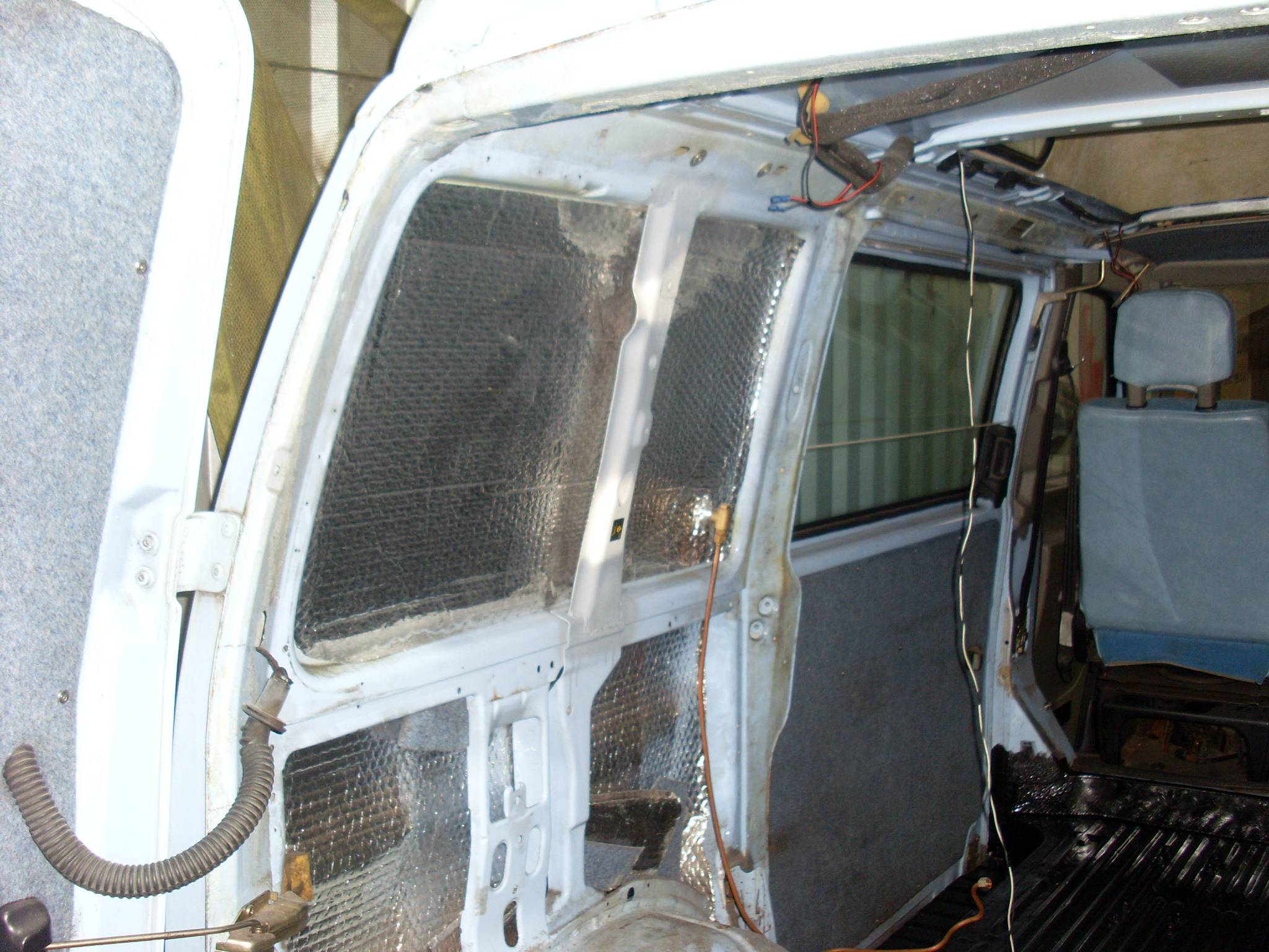 Seat belt anchor brace