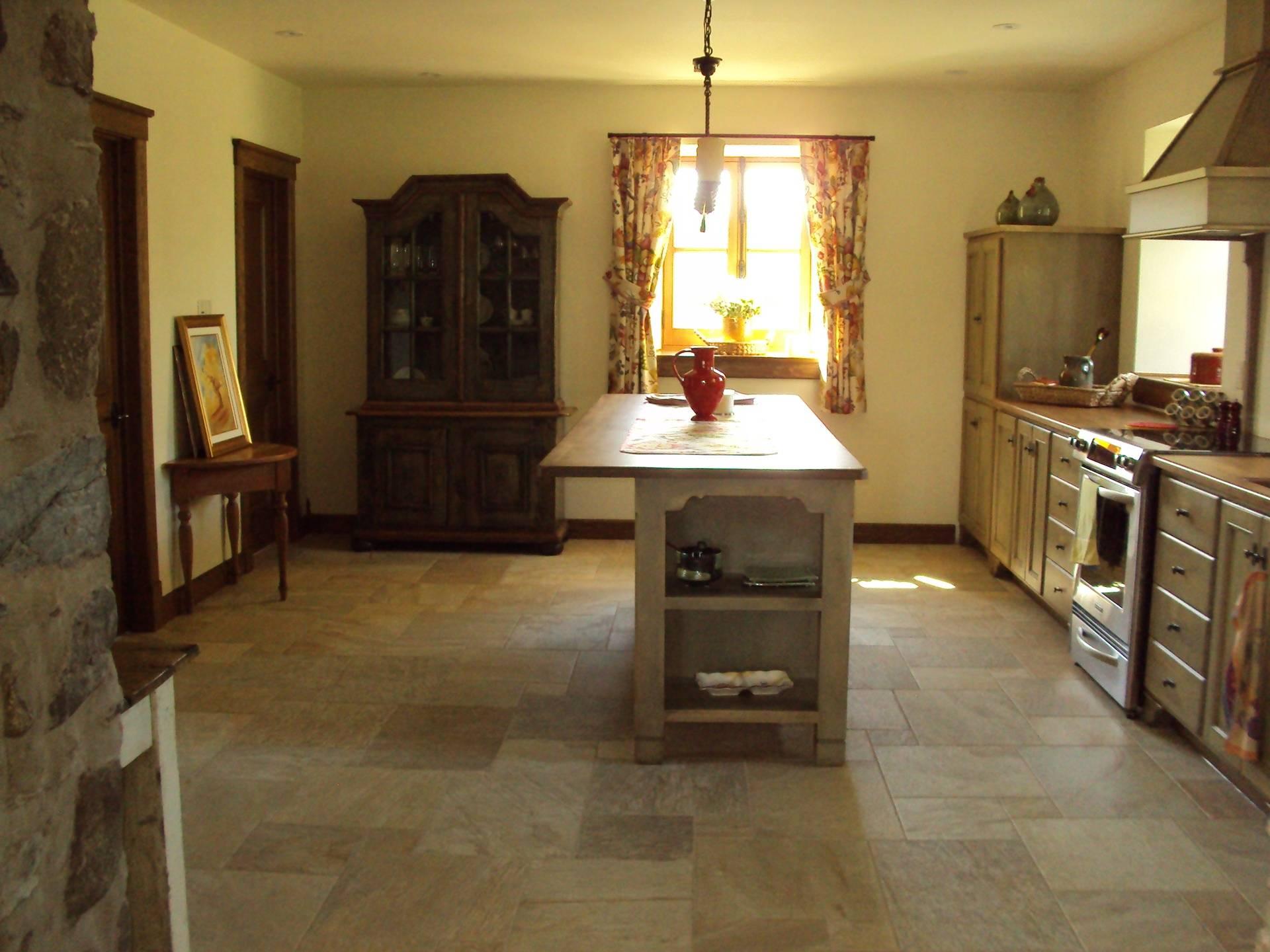 Armoire de cuisine, maison ancestrale