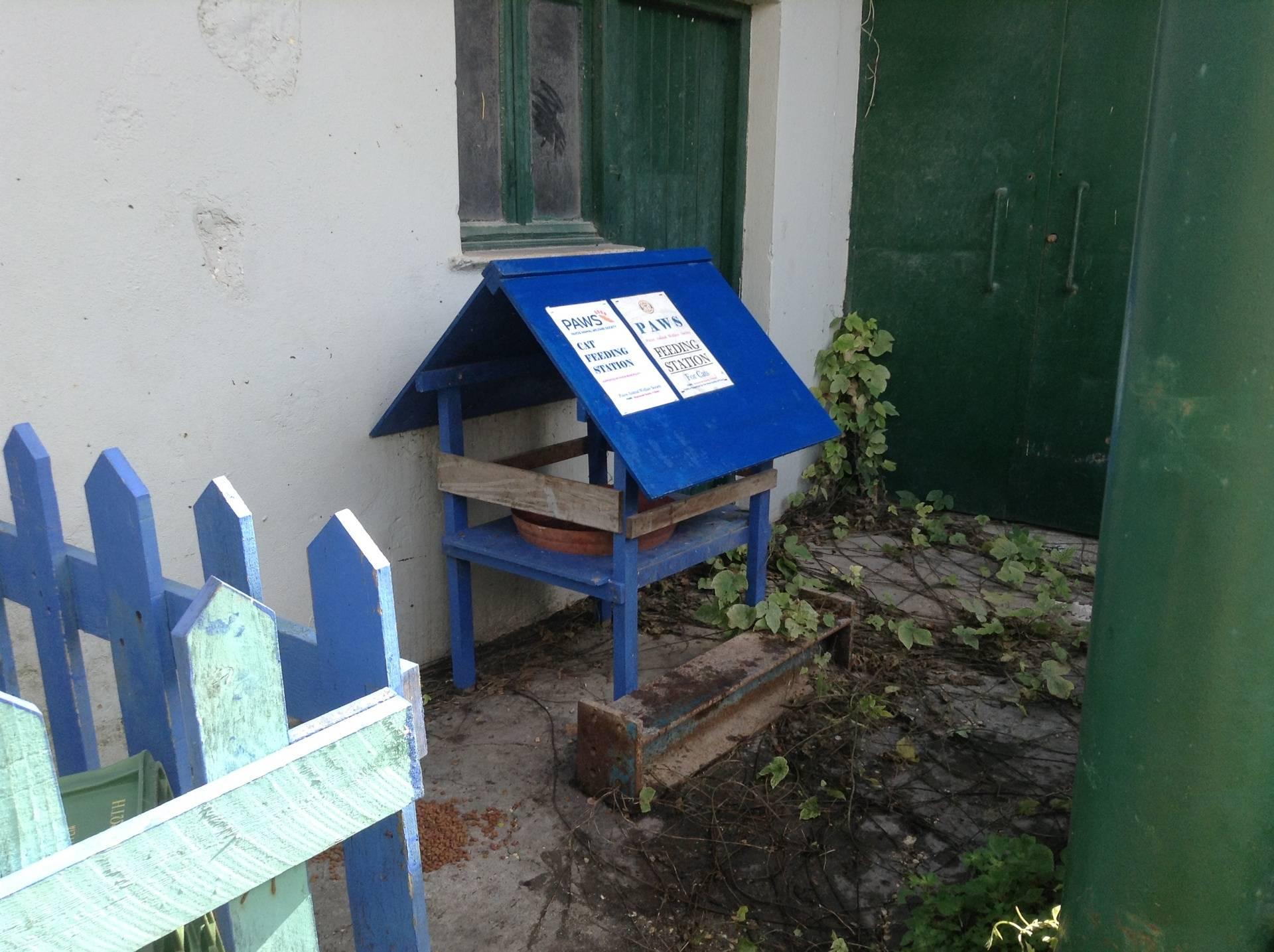 Lakka feeding station