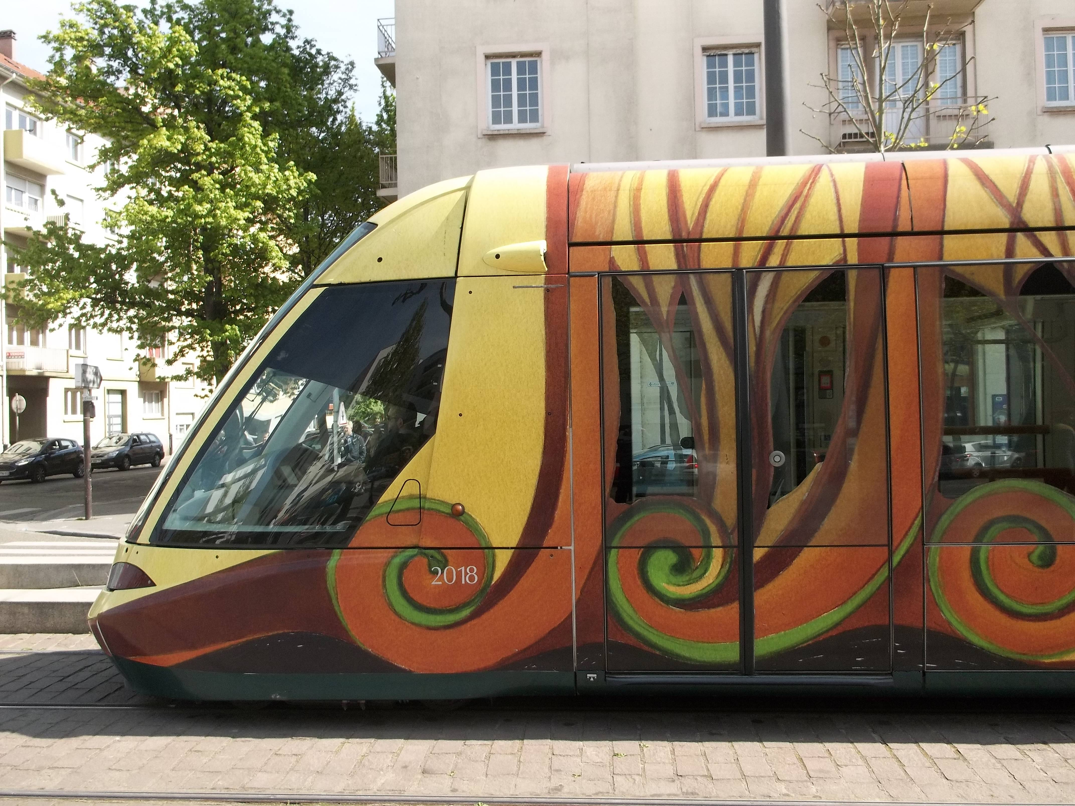 Side profile of the SHADOK tram.