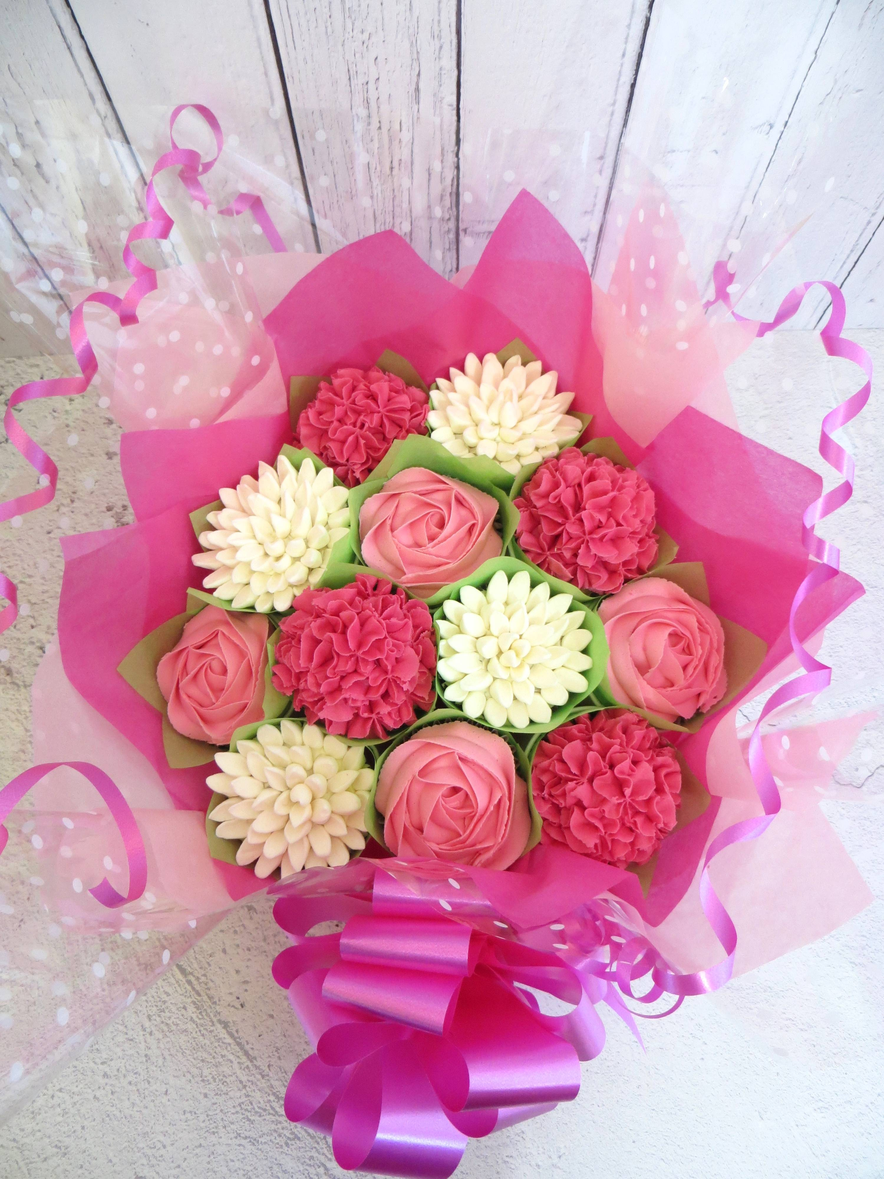 Pink and white cupcake bouquet