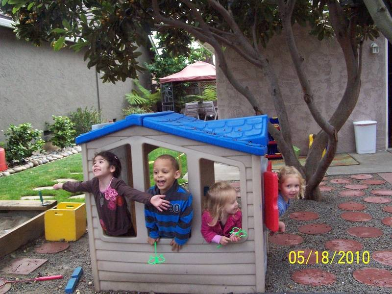How many kidz can fit in a lil house?