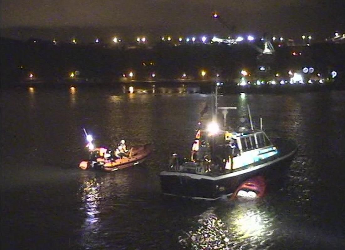 Speed boat sinking on the River Tamar