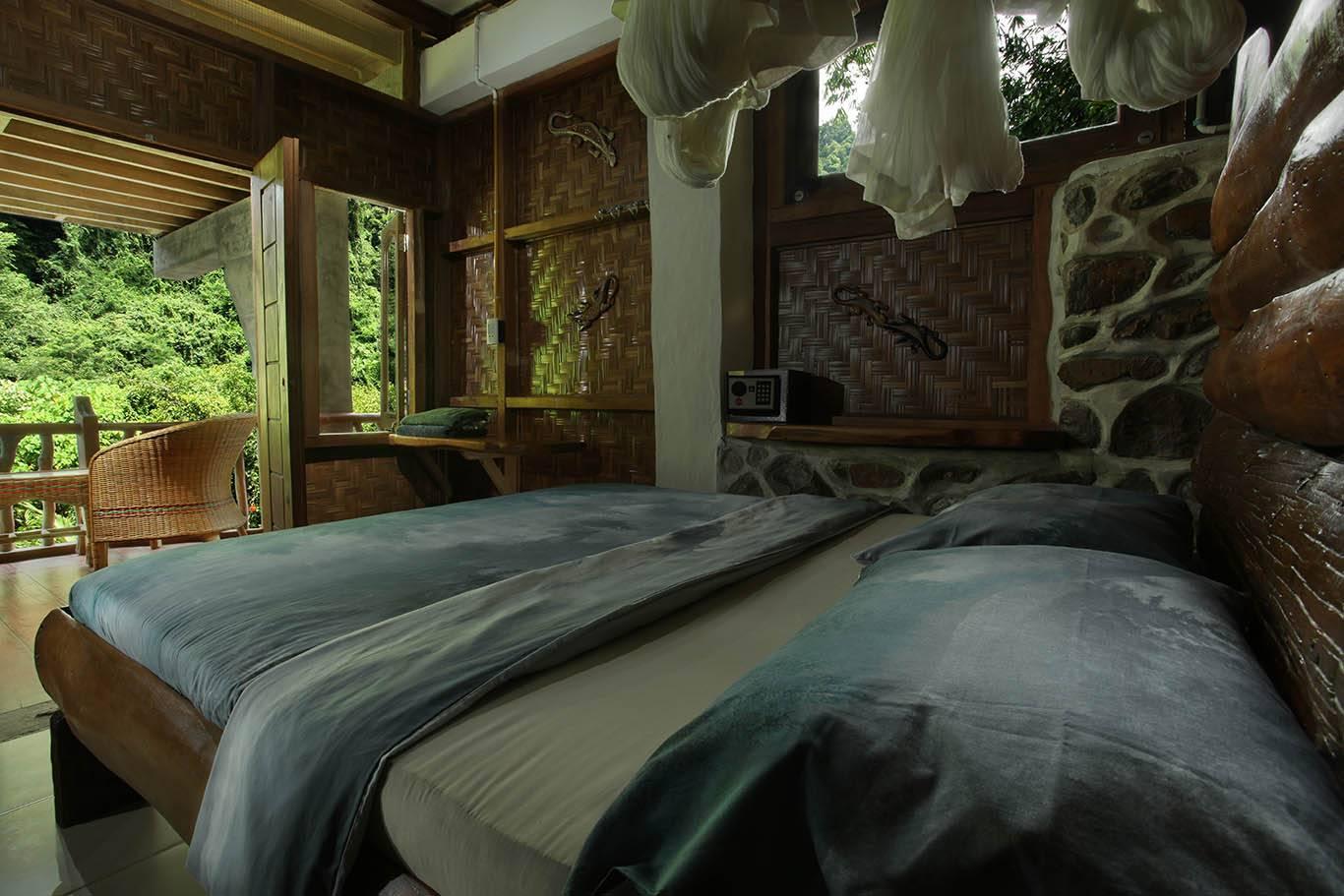Gecko Room Queen size bed