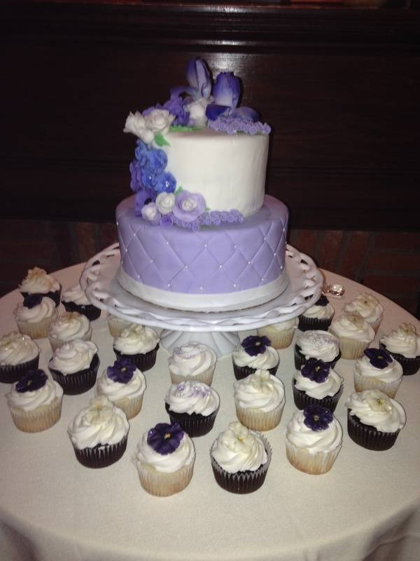 Wedding Cupcakes with Edible Flowers