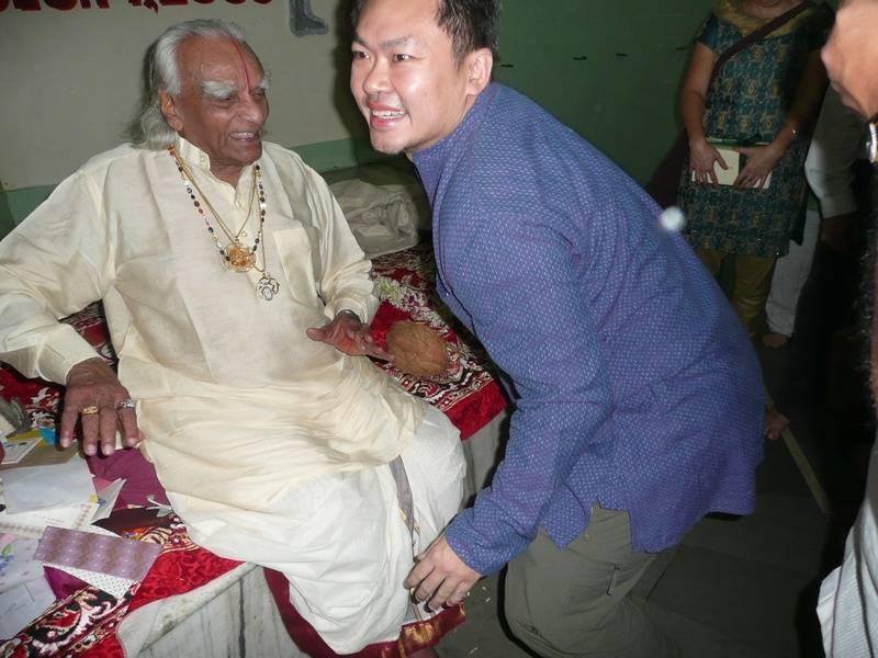 December 2009 - Guruji's 91st birthday