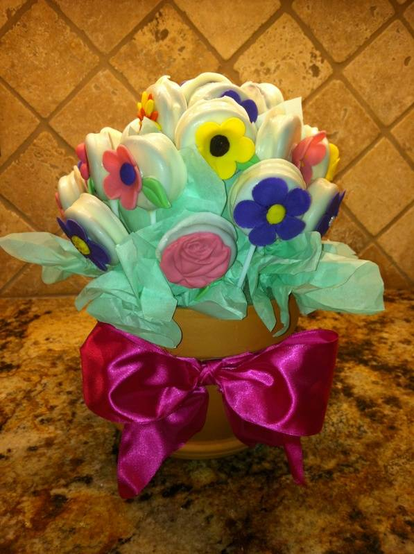 White chocolate-dipped Oreo bouquet