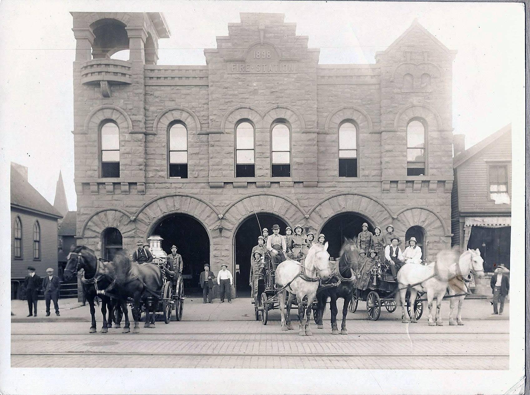 1900 action photo.