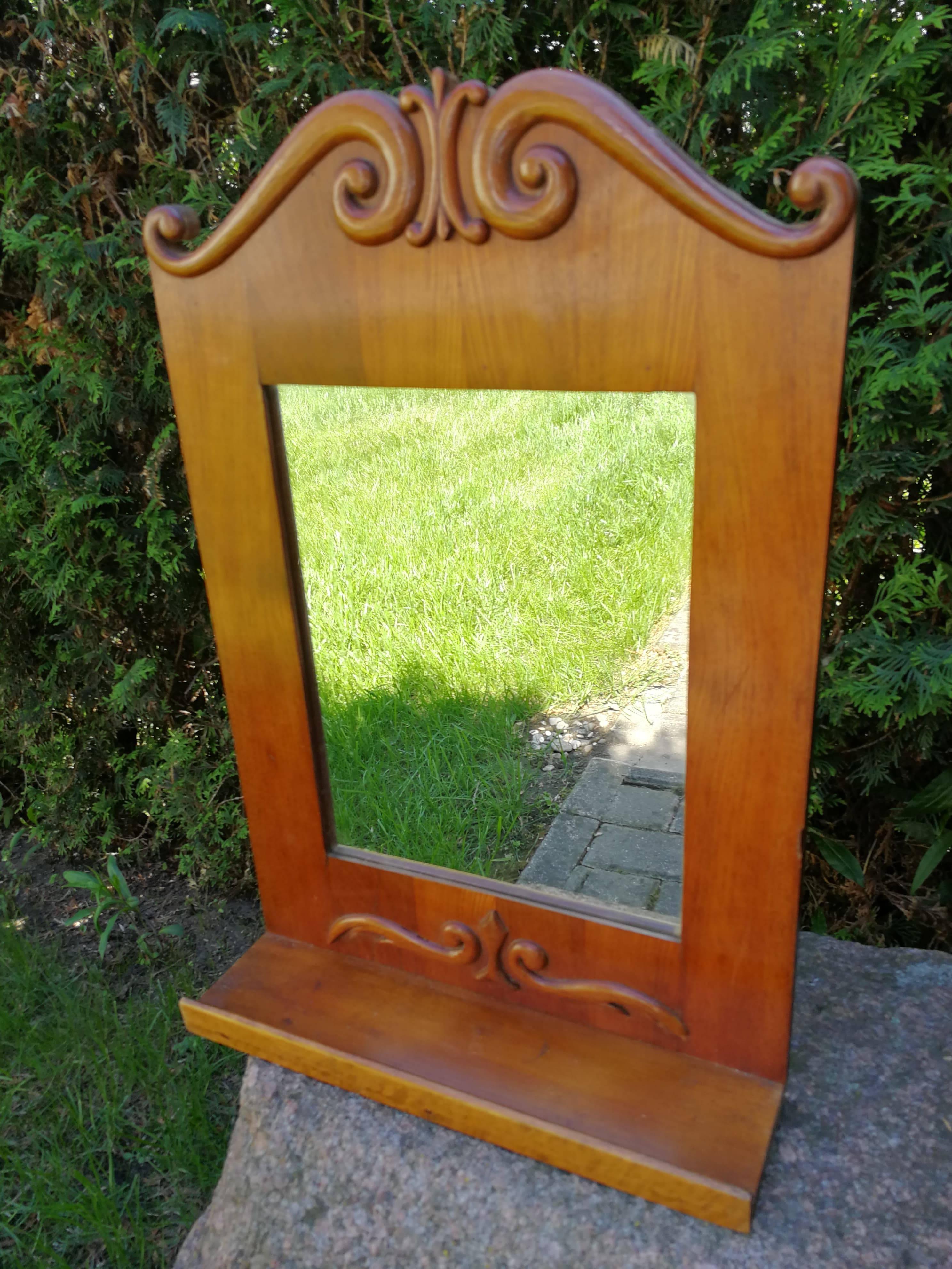 Antikvarinis veidrodis su lentynele. Kaina 42