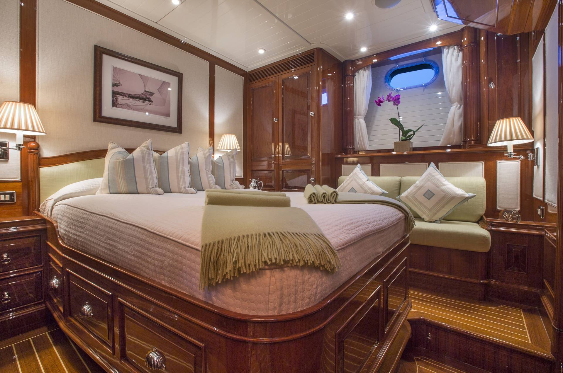 S/Y WHISPER VIP GUEST BEDDING