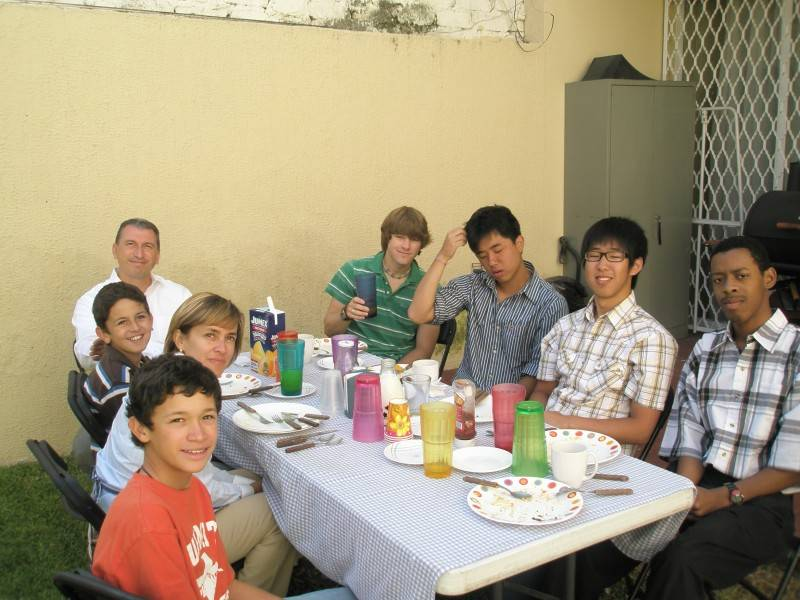 Students eating with host family
