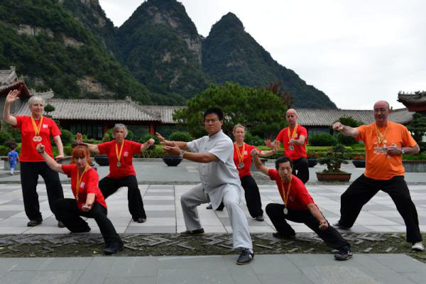 Master Wang Hai Jun and students
