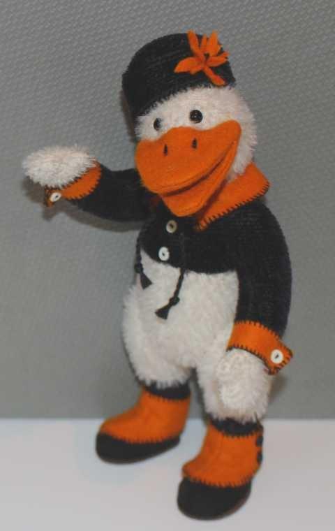 """Ente """"Gustavo"""" mit schwarzer Jacke und Hut"""
