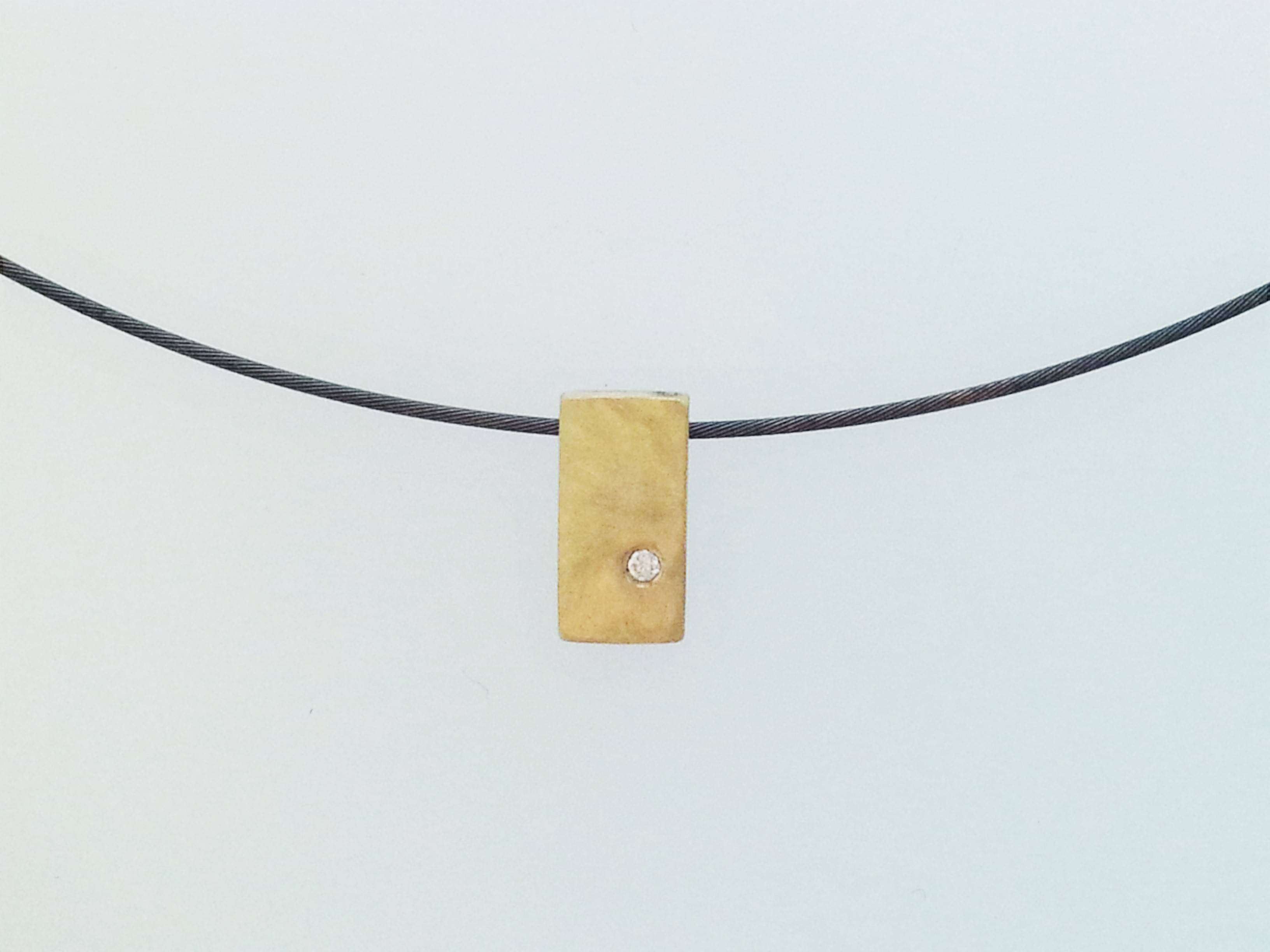 Pure gold rectangle with diamond