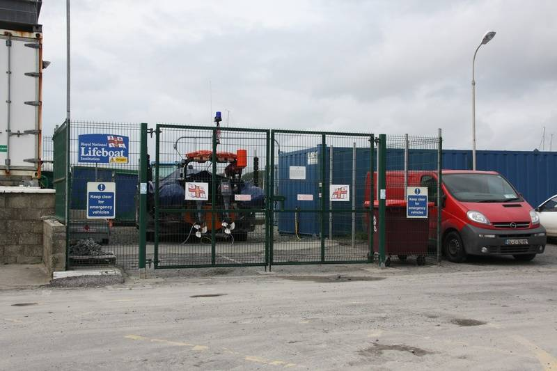 Inshore lifeboat compound