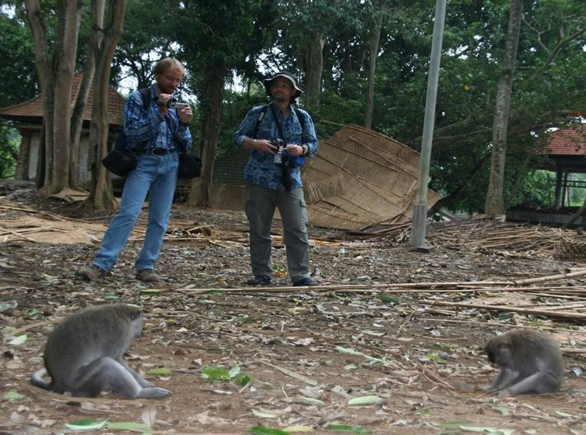 JB Leca and Mike Huffman filming stone handling behavior at the Ubud Monkey Forest (Bali, August, 2008)