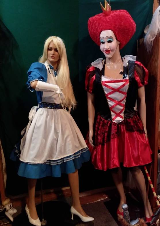 Alice & Plus Size Queen of hearts