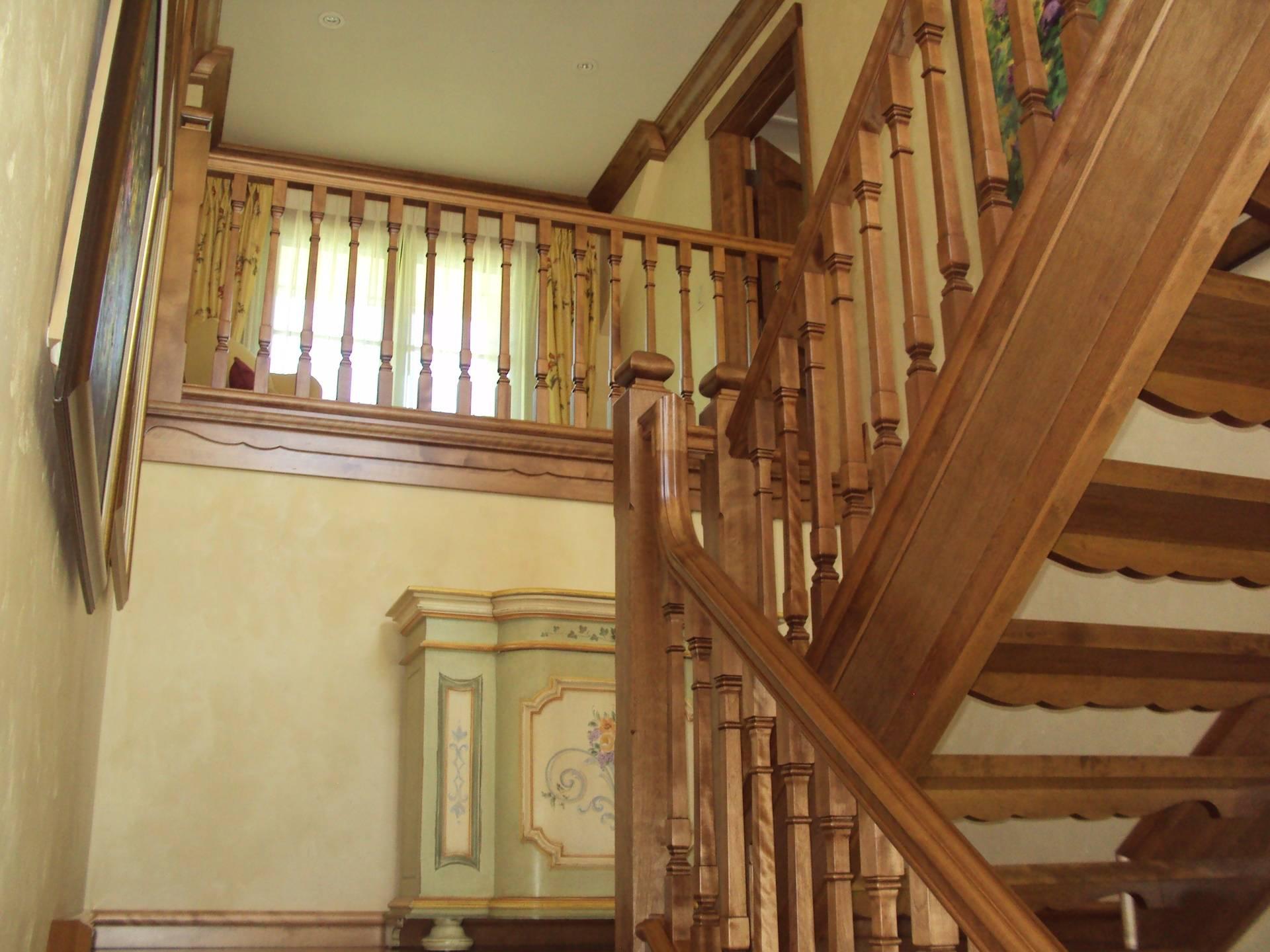 Escalier bois, à limon meunier, barreaux carré