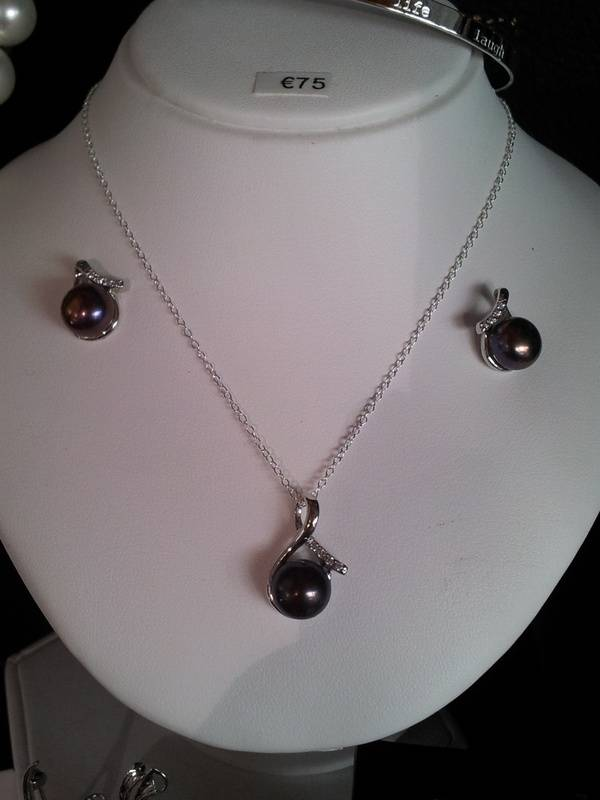 Silver Fresh water Black Pearl ?75 for the set