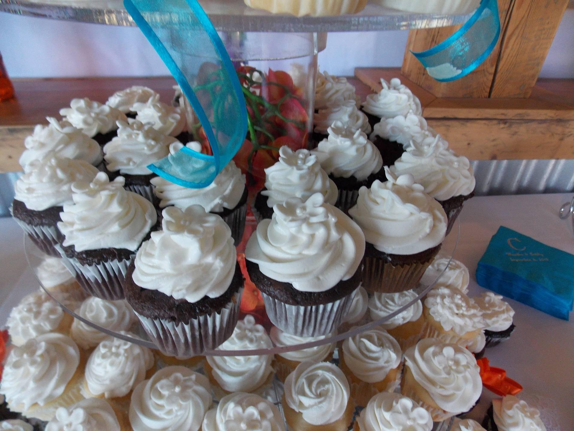 White Apple Blossom Cupcakes